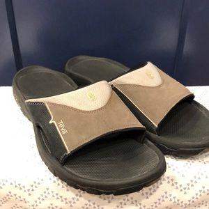 Teva men's slip on sandals 14